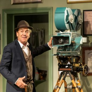 Robert Lindsay as Jack Cardiff in Prism photo by Manuel Harlan